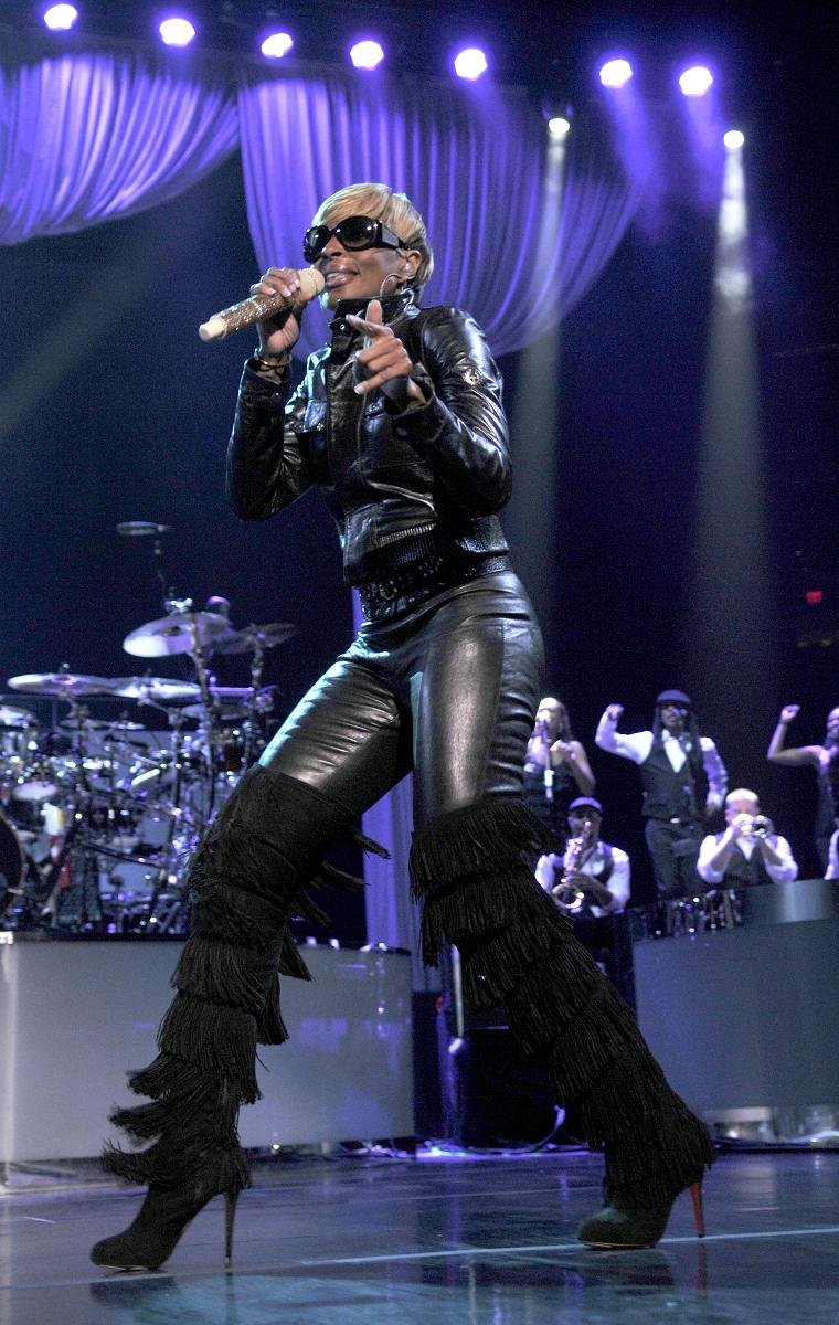 Alla Coscia » Mary J Blige Strutting It In Thigh Length Boots